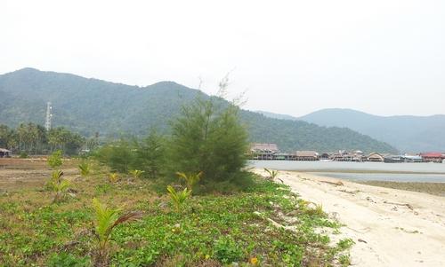 Пляж с видом на Банг Бао