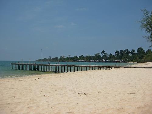 Пирс в конце пляжа Сокха