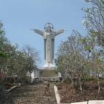 Огромная статуя Иисуса Христа на горе в Вунг Тау. Почти Рио-де-Жанейро.