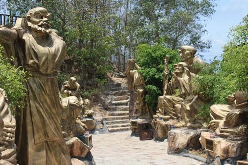 Вьетнам. Вунг Тау. Гора Хо Май. Вход в храм.