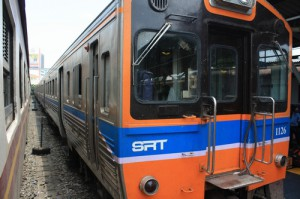 На поезде Бангкок - Аюттайя
