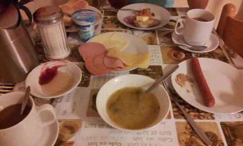 Завтрак в отеле суп из крупы (Прага, Чехия)
