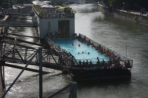 Бассейн на канале в Вене. Австрия.