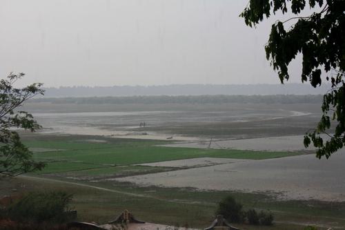 Дождь над озером