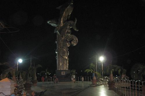 Памятник рыбам