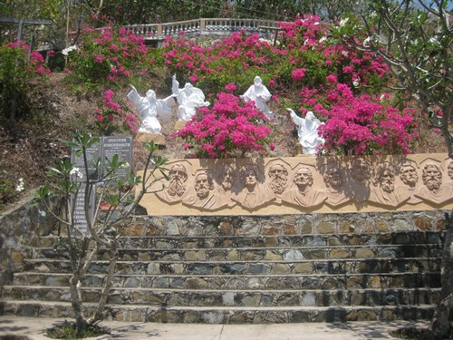 Вьетнам. Вунг Тау. Белоснежные скульптуры на горе Христа.