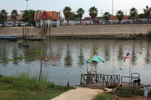 Паром через реку в Аюттайе