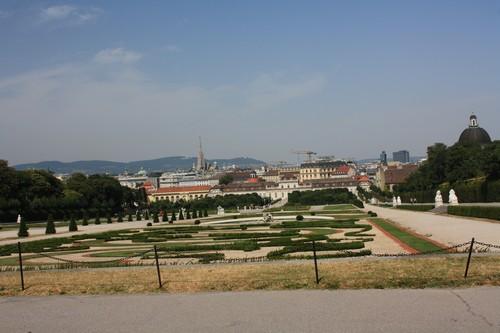 Парк Бельведер. Вид на город. Вена. Австрия.